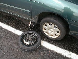 Normal_tire,_spare_and_jack